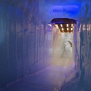 Glad Janus. Een echte ijsglijbaan!