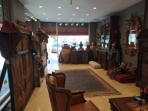 Vintage and Antique Rugs. Old Kilims and Antique Objects.