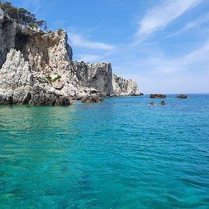 Bellissima giornata trascorsa tra il mare, il sole e la natura magnifica delle Isole Tremiti, guidati con professionalità e simpatia da Riccardo. Escursione con tuffi e aperitivo che consiglio vivamente.