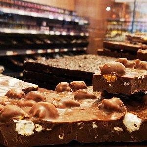 Une boutique d'exception en plein coeur du vignoble, une offre de chocolat variée, du bloc chocolat en vrac, aux collections Alsace, sans sucre, Pure Origine... Le chocolat de l'émotion.