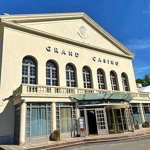 Façade du Grand Casino de Forges-les-Eaux