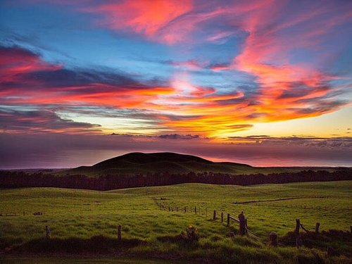 Enjoy BBQ dinner, a live band, outdoor ranching activities and a campfire as you watch a vibrant sunset over the Kohala Mountains at the historic Kahua Ranch on the Big Island of Hawaii.