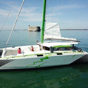 Rêvolt', catamaran de 15m de long et 8m de large totalement accessible et performant à la voile