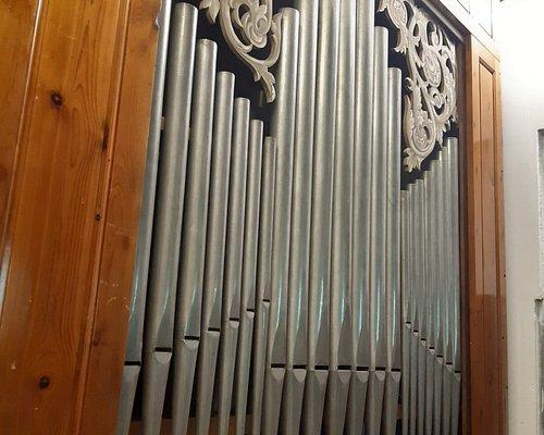 l'antico organo Tronci all'interno