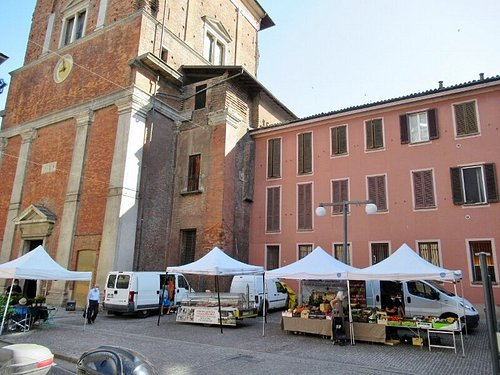 Il mercato in Piazza San Nazaro in Brolo