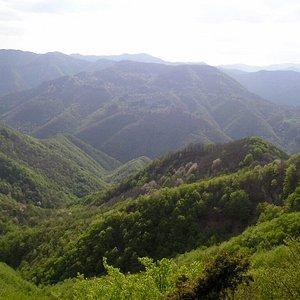 panorama delle montagne dell'Appennino Pratese
