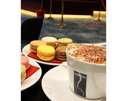 Imperial Club Paris - Goûter macarons à l'Imperial Club Paris.