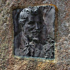 La plaque en bronze