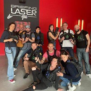 Laser Game Evolution de Nantes St-Sebastien. Laser Game® c'est nous ! Venez défier vos amis au Laser Game Evolution dans un environnement à la fois obscur et déroutant, constitué de cloisons, de zones réfléchissantes, d'obstacles en tous genres.