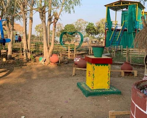A place which connects back to our tradition, makes you feel at your own farm and helps you to relax and get ready for the next day. A perfect picnic destination and village life experience within your proximity built with an intent of nurturing nature.