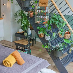 Kleine-Oase is a massage studio in Utrecht, The Netherlands. We have a holistic aproach on massage and we focus on helping our clients to find more balance in their life's.