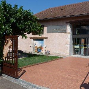 Entrée du musée d'Aoste (Isère)