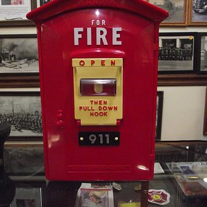 NH - SOMERSWORTH - MUSEUM - ANTIQUE FIRE ALARM BOX