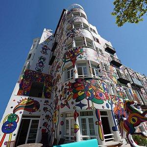 fachada hotel Artmadams pintada por José Luís Mesas