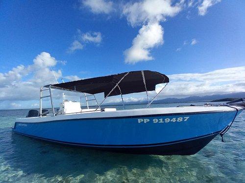 nouveau bateau spacieux long 12M  places confortables 2 moteurs mercury (2X225CV) zéro mal de mer