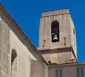 Clocher tour carrée, et cloche du XVIIIe siècle