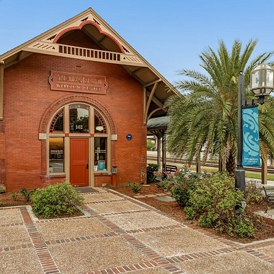 """Kick off your Amelia Island vacation at the Amelia Island Welcome Center. Let the experienced and friendly staff provide you with up-to-date information on attractions, events, dining, and everything """"Amelia"""". The Welcome Center is open 364 days a year."""