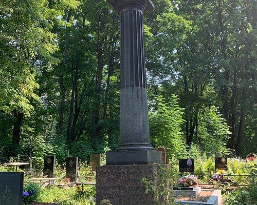 Старинные надгробья на Волковском православном кладбище