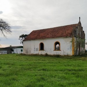 A antiga igreja.