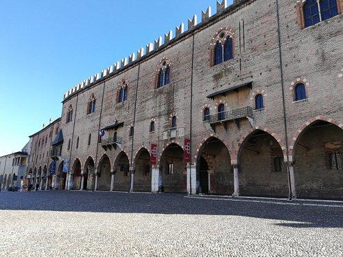 Palazzo del Capitano vista da piazza Sordello