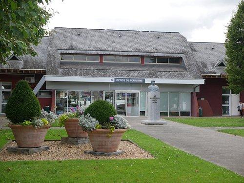 Vue extérieure de l'Office de Tourisme de Lourdes
