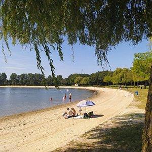 Het zandstrand van Strandpark Aquabest