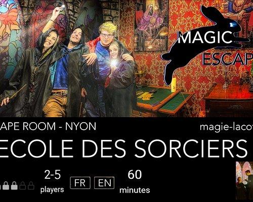 L'Escape Room «L'Ecole des Sorciers». Avez-vous entendu parler de la Pierre Philosophale?   Harry soupçonne l'un des professeurs de l'école de magie des Deux Dragons de l'avoir volé. Pensez vous pouvoir l'aider à démasquer le coupable ?
