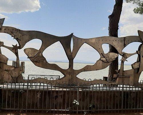 Monumento sul lungolago a Passignano