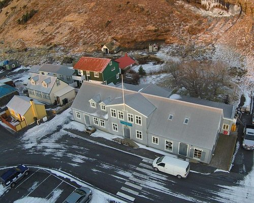 The historical Brydebúð building, a center of culture, knowledge and tourism in Vík.