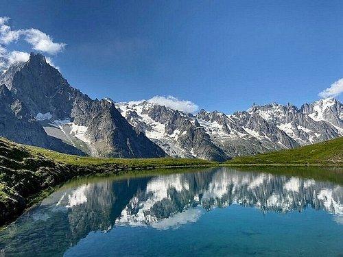 Il Monte Bianco si specchia nel Lago Checrouit