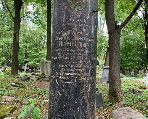 Надгробные памятники на Смоленском лютеранском кладбище