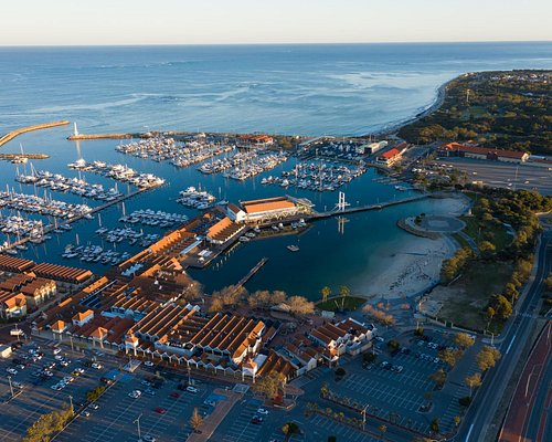 Hillarys Boat Harbour is located just 20 minutes north of the Perth CBD. Nestled on the popular coast it hosts a range of shopping, bars, cafes and restaurants.