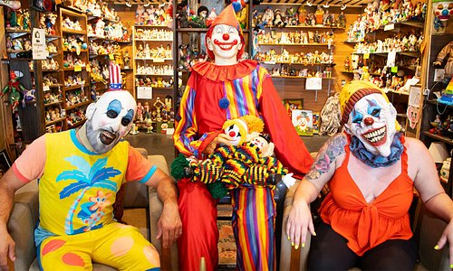 🤡🏨💤 Home to what feels like thousands and thousands of clowns, The Clown Motel in Tonopah is (clearly) aptly named. If an overnight stay in themed – and possibly haunted – rooms isn't in the cards, make sure to at least pop into the lobby for truly unforgettable photo opps and souvenirs: https://bit.ly/NVclownmotel