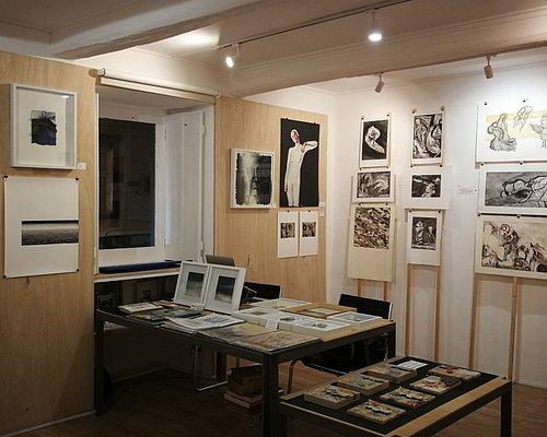 https://www.facebook.com/oficinagaleria https://www.instagram.com/oficina_atelier.galeria/