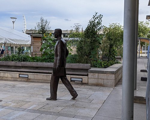 Cary Grant Statue