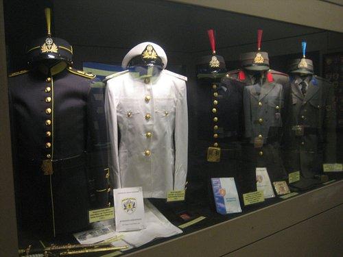 εκθέματα από τον εσωτερικό χώρο του μουσείου