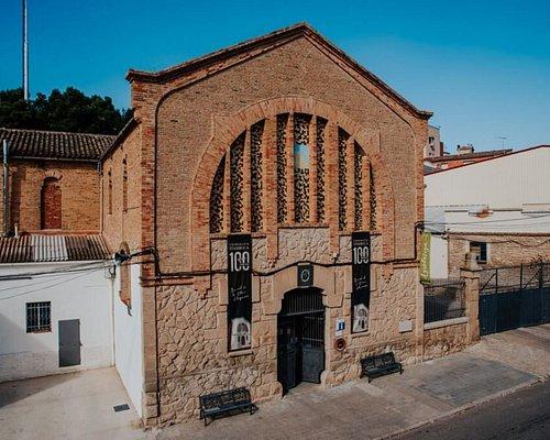 Nuestra cooperativa y agrotienda está situada en un edificio modernista obra del gran maestro y arquitecto modernista Cesar Martinell, construida en 1919. https://www.arbequina.coop/cooperativa/nuestra-cooperativa/