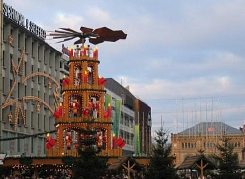 Christmas pyramid in Hannover, December 2005