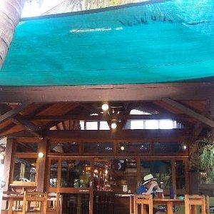 Satinay bar