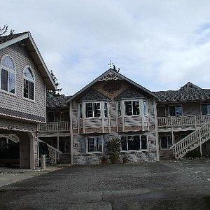 Front of Landmark Inn