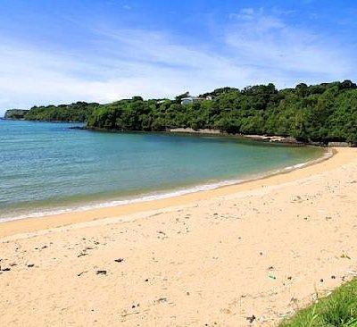 人も少なく白砂がきれいな里浜ビーチはプライベートビーチ