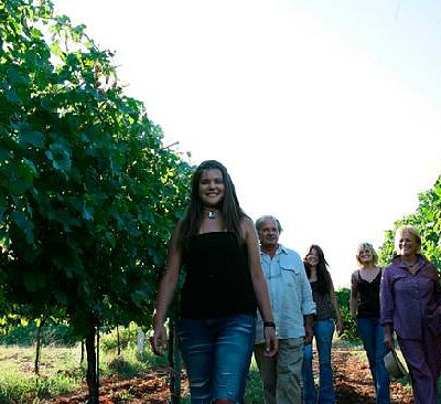 ...Donnardea... family in the vineyard!
