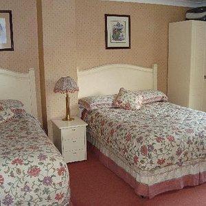 """Une chambre très """"british"""" avec des lits douillets"""