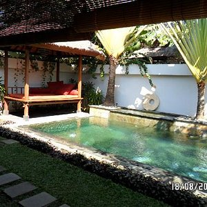 Private pool and daybed for massage treatments