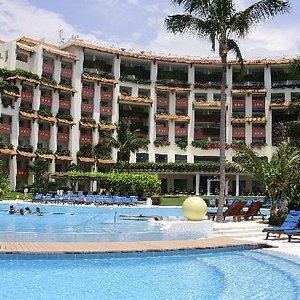 El hotel visto desde la alberca