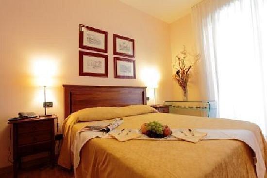 CASA PER FERIE - HOTEL VILLA GIUOCHI DELFICI (Roma ...