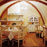 The White Hall – old antique furniture and buffets, decorated with a 18th century Italian cerami