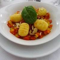 Gnocchi with peppers and shredded ham