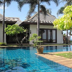 Our first day at Miskawaan, the Villa looks amazing!