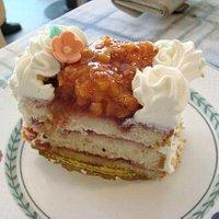 黄イチゴ(Lakka, Cloudberry)のケーキ
